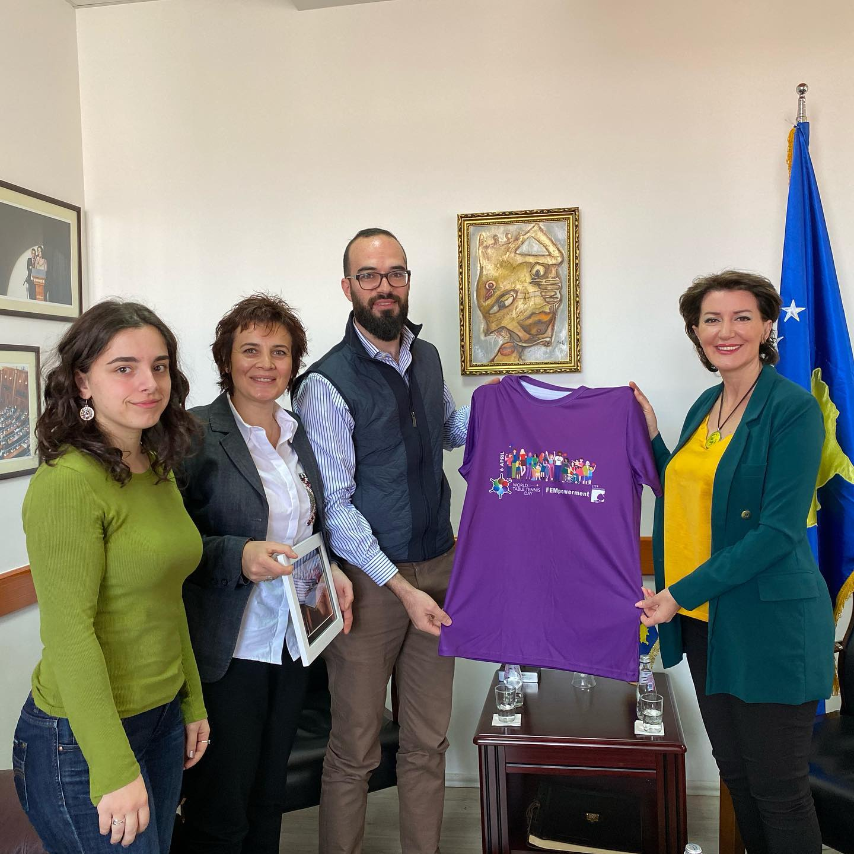 Presidentja Jahjaga pret në takim përfaqësuesit e klubeve Priping dhe Prishtina Femrat